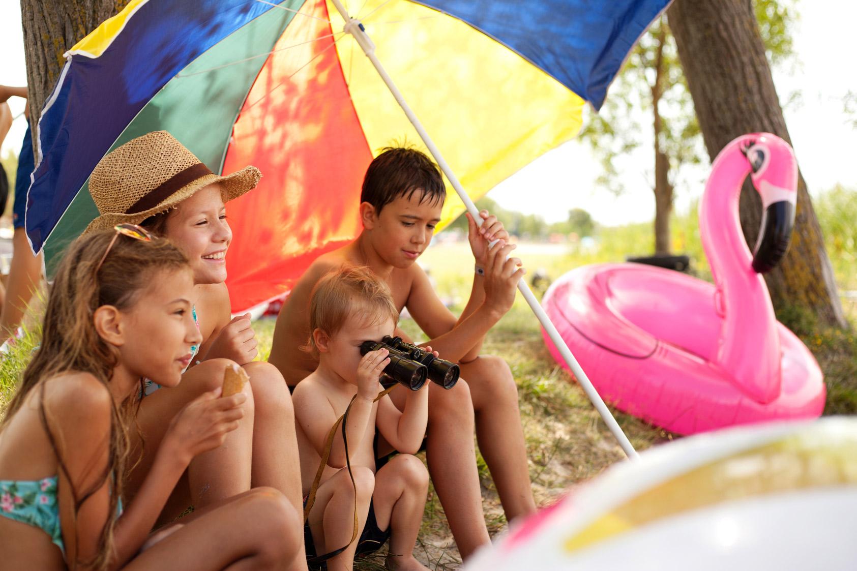 Kinder am See, Sonnenbad, Eis